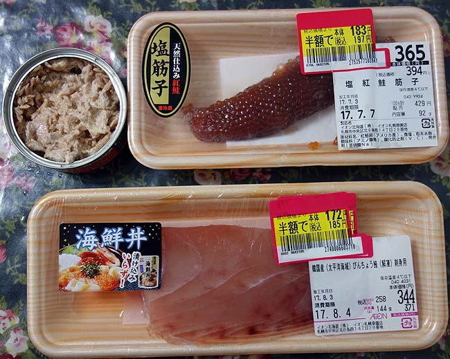 半額鮭すじことメバチマグロそしてシーチキンの手巻き寿司と冷凍庫食材消費