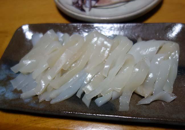 旭川での最初の食事は厚切りベーコン・豚丼用肉などの焼き物系と新鮮するめいかの刺身