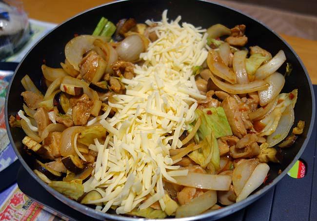 誰でも簡単に調理できる韓国人気料理「チーズダッカルビ」