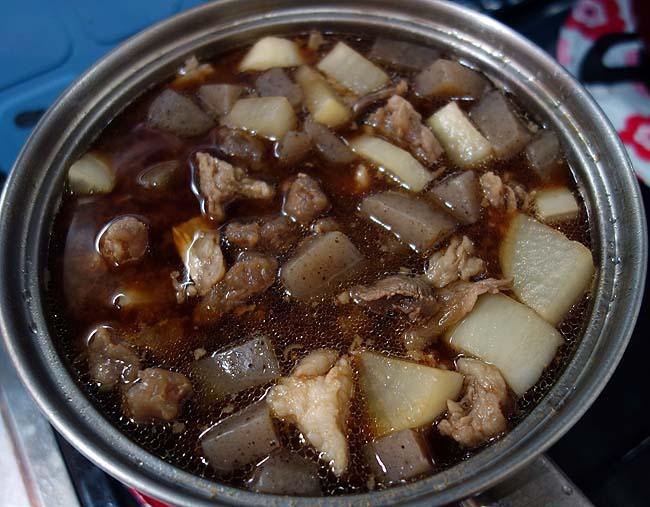 酒飲み必見のアテ!煮込みは今回「牛すじ煮込み」を作ってあったまって焼酎呑もうか