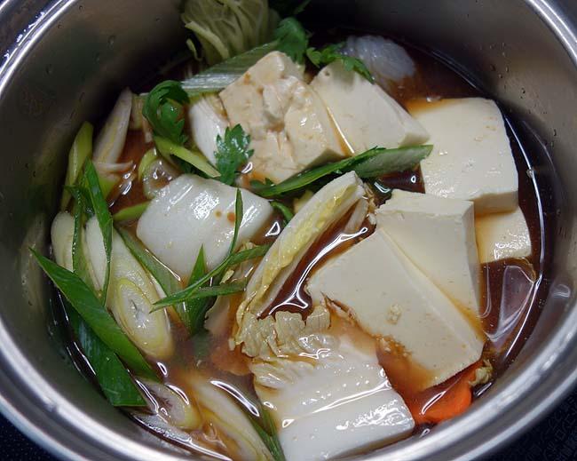 北海道の寒い夜はお鍋でほっこり♪半額になってた牛すき焼きパック鍋を買ってみた