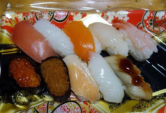 ドタバタしてた日は作るの面倒でスーパー半額弁当&寿司に手を出してしまった・・・