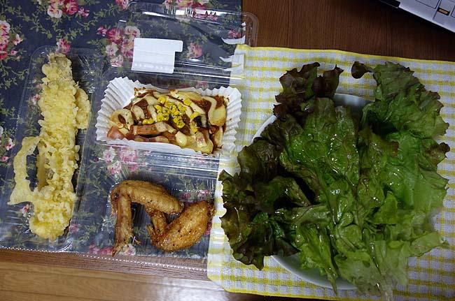 たまには半額オンパレードのお惣菜で晩酌するとしますか♪穴子天&ポテトベーコンチーズ&手羽先&焼きレバー