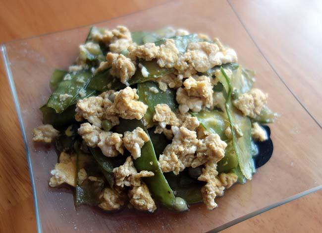 大衆食堂での小鉢に絶対ありがちな品!「きぬさやの卵とじ」はホント簡単に調理できる!