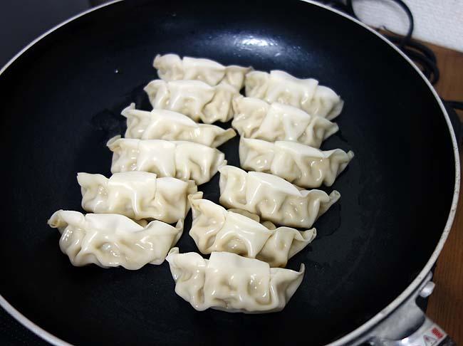 ここの餃子とカレーを食べたことない札幌市民はいない?老舗飲食店!「みよしの」のチルド餃子の味はどんなの?