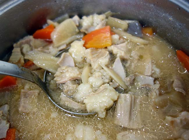 お手軽簡単に「もつ煮込み」でも作って焼酎ウーロン割でも呑みますかっ!