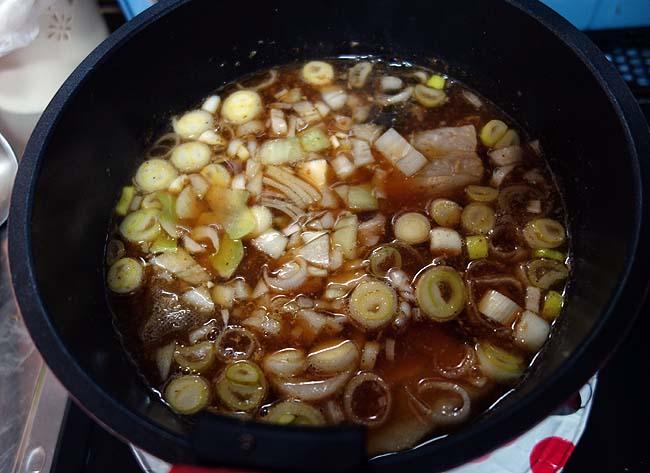 ラーメンにもうどんにも合う中間のスープを作って両方食べてみよう♪自家製お手軽チャーシューも