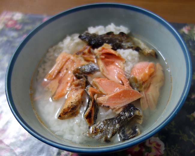 北海道では「鮭・いくら」のお値段がお得で魅力的♪さらに半額見切り品でいただきます
