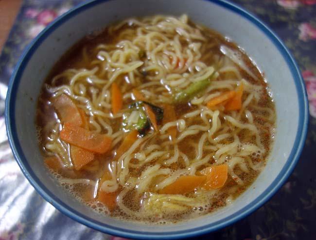 北海道では既にスーパーでは鍋用の具材・スープが並んでおります「鶏・マスちゃんこ醤油鍋」