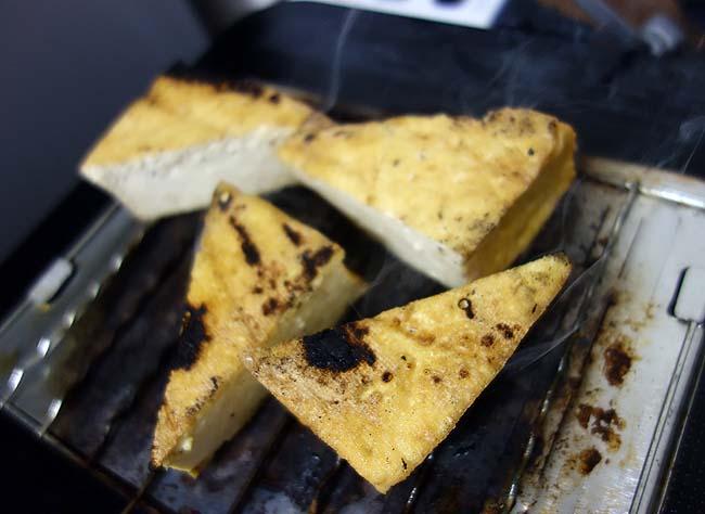 残ってたカレールーを使ってスパイシーカレーを作って冷凍♪厚揚げ焼いてシュウマイチンの簡単晩酌