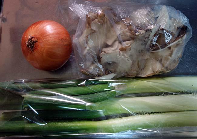 冷蔵庫の傷みかけの野菜利用!ラーメン・うどんを使ったタイ風焼きそば