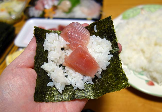 半額見切り品狙いの手巻き寿司・・・白身系を中心に今回は出汁巻き卵もね♪