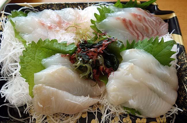 北海道ならではの魚が目白押し!!超豪華で半額手巻き寿司で昼呑み♪