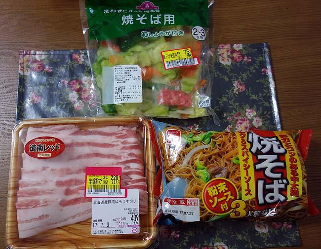 粉もん系鉄板焼きのお手軽品はこうなりますね~半額道産豚肉を使って家で焼きそば