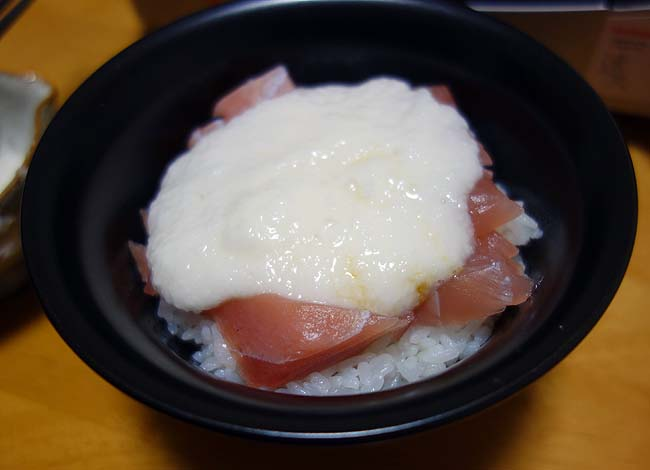 肉を食いまくった次の日は海鮮のあっさりしたもんを・・・半額マグロ山かけ丼