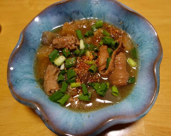 牛すじ・ボイル豚白モツ・豚生直腸の3種を使ったホルモン煮込み(醤油ベース)