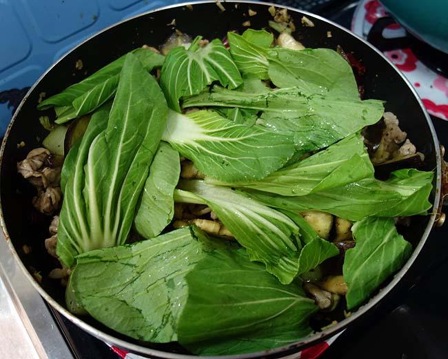 豚肉・チンゲン菜・茄子を使った日本・中国・イタリアン融合の焼きうどん