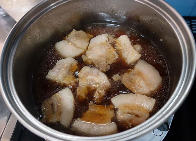 圧力鍋と普通鍋を使って簡単に作ることができる「豚角煮」しかし失敗だ