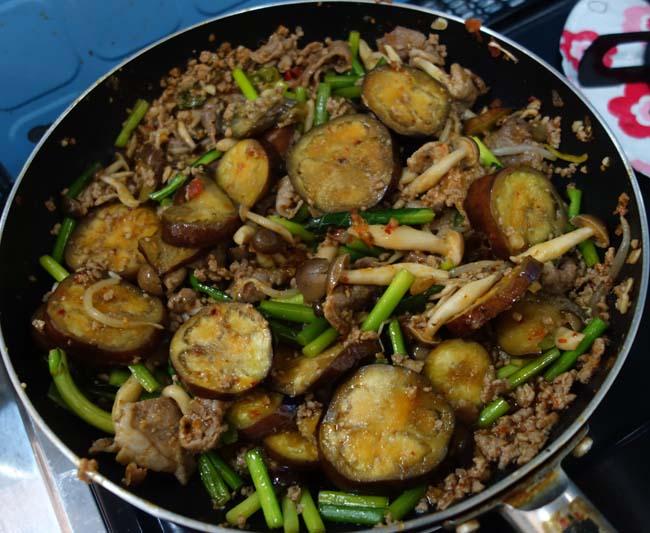 今回も本格四川風に味付け!「豚ナス味噌野菜炒め」中華系炒め料理は極めてきた