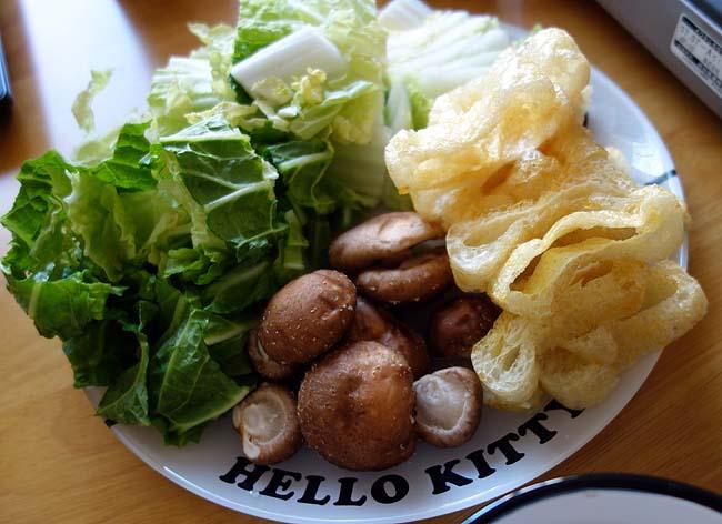 海外一人旅から帰って来ての翌日・・・食べたいのは豚・牛しゃぶしゃぶ鍋!