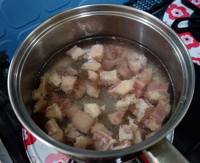 冷蔵庫の余り物を一掃!こんな時は全部まとめて鍋へ!「牛じゃが茄子煮込み」