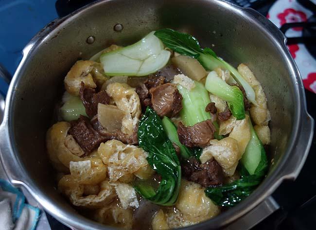 私の定番「牛すじ煮込み」♪今回は中華風の味付けで圧力鍋を使って作ってみた