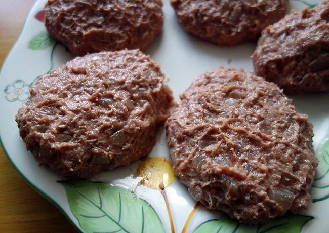 ファミレスハンバーグがイマイチやったんで自身で作り半額食パンを使ったハンバーグサンド