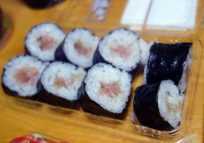 今日は面倒!ならばスーパーの半額見切り品寿司での晩酌が寿司好きには堪らん♪