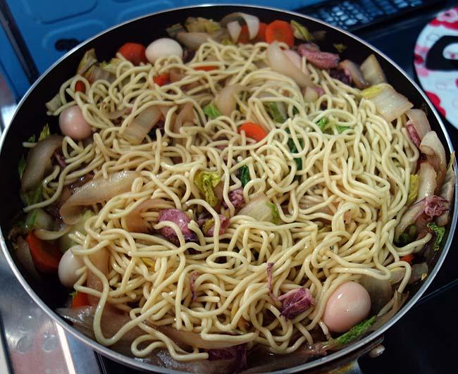 長崎ちゃんぽんの麺を使って皿うどん風のオリジナル麺料理を作ってみる