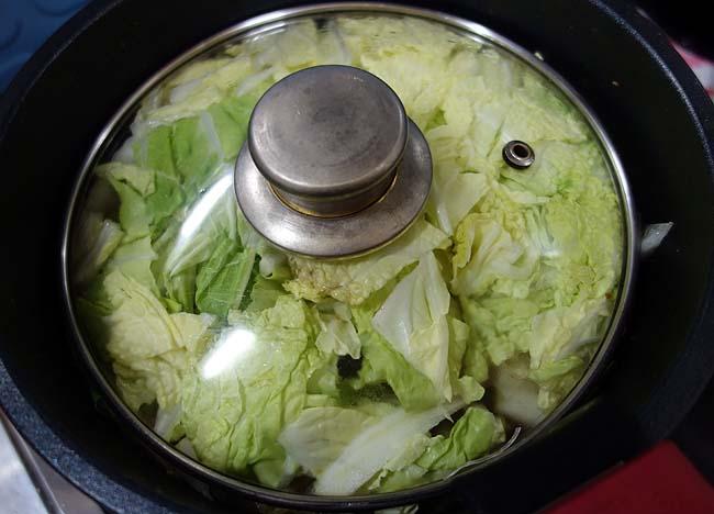 牛スネ肉と豚角切り肉を使って白菜たっぷり♪「中華風の春雨煮」