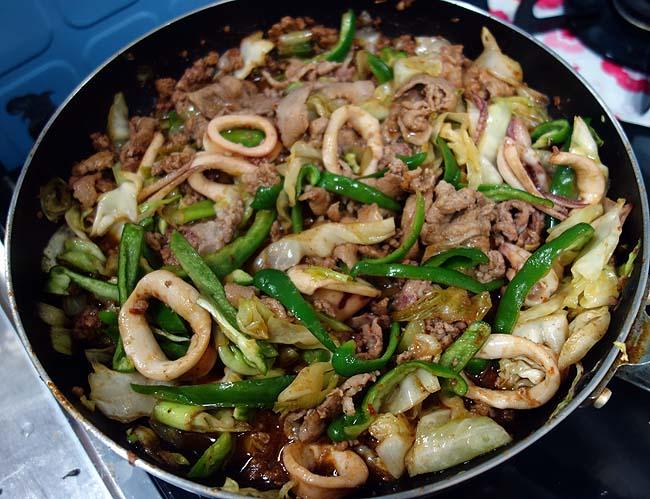中華の本格派「回鍋肉(ホイコーロー)」にイカ風味を加えるとどんな味わいに?