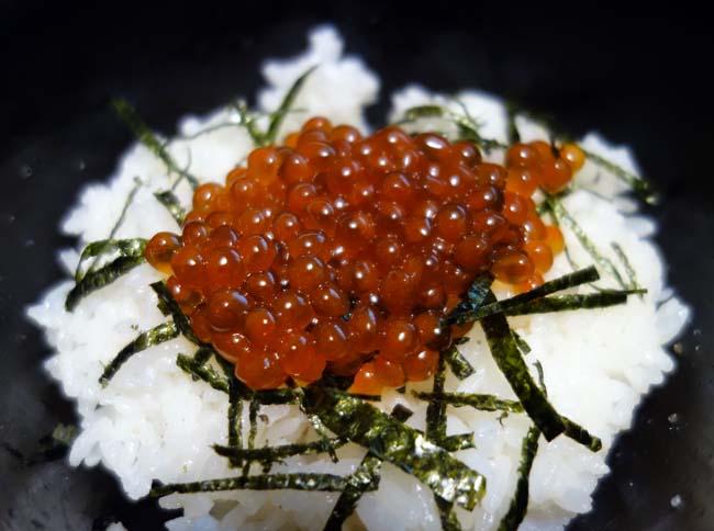 北海道では秋鮭の生筋子が出回ってますよ~♪「いくら」を作ってみよう