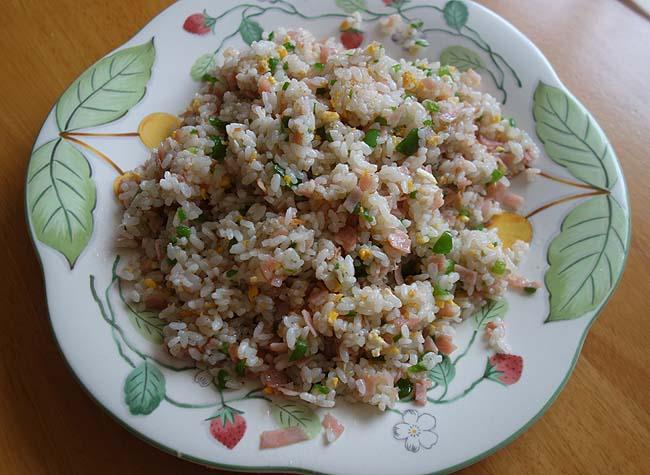 昼の節約蕎麦・麻婆豆腐・ピーマンチャーハン・なんばん焼いたの・スーパー半額弁当