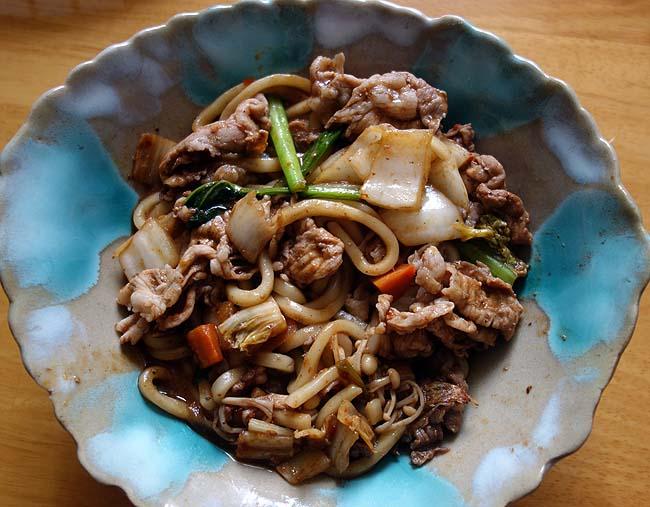 昨日の中華味噌炒めの味噌ソースが大量に余った・・・翌日のお昼は「中華風味噌焼きうどん」に♪