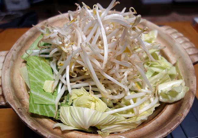 正月3日目は博多風の本格的なもつ鍋で3日連続の手抜き鍋で過ごしました♪