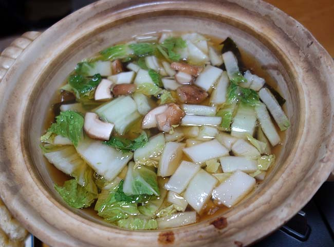 もつ鍋作ろうと思ったけど材料足りずにもつ鍋風の節約ごっちゃ混ぜ鍋