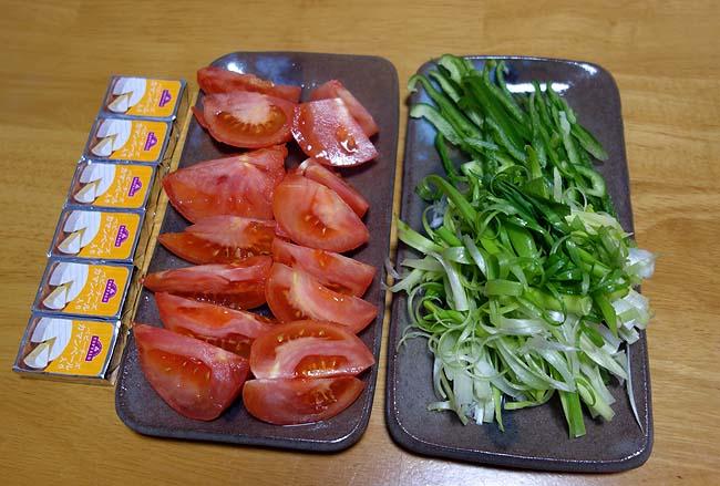 冷蔵庫の余り物食材を使ってエスニックな挽肉手巻きを作ってみましょうかい