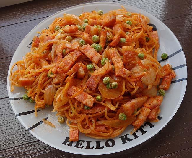 家昼めし手抜き料理の代表格「ナポリタン」今回はシナモンを効かせて