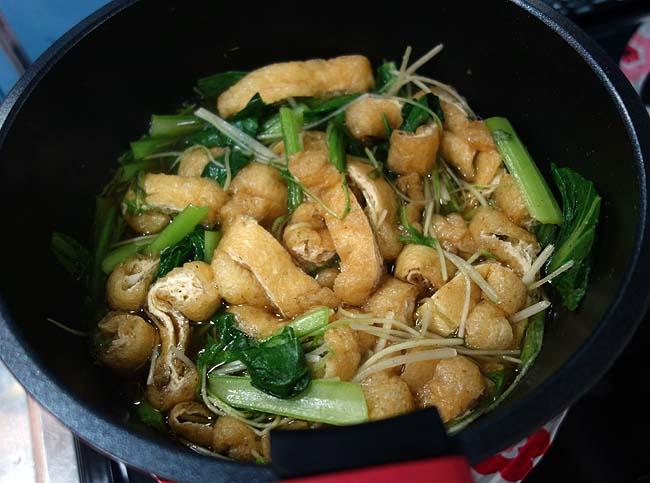 使う出汁は共通でええよね♪小松菜と水菜の炊いたんと刻みハイカラそば