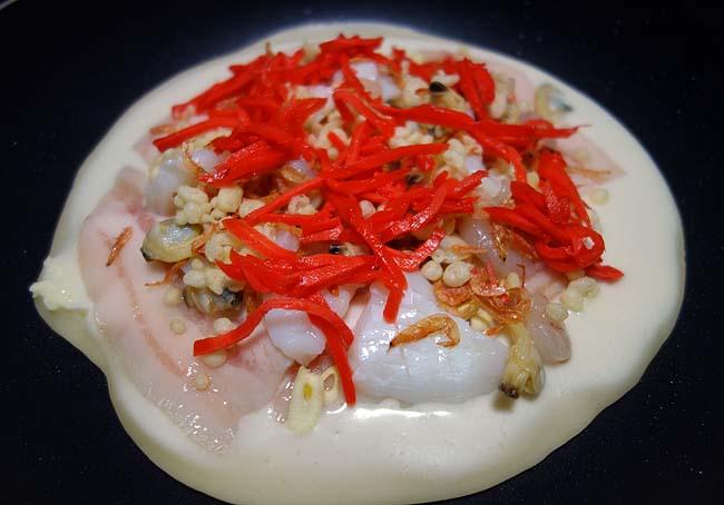 冷凍庫の海鮮一掃作戦!タイ「ホイトート」の要素を取り入れたエスニックお好み焼き