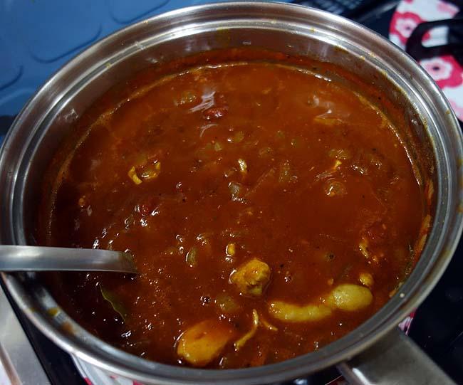 業務スーパー・マレーシア直輸入「パラタ」(薄焼きパン)をインドチキンカレーで合わせてみた