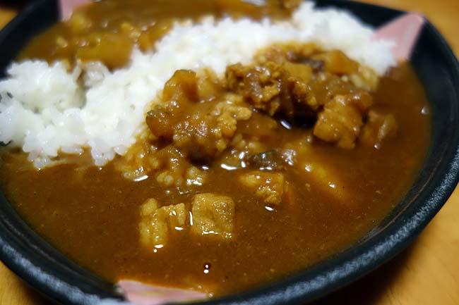いつもの日本式カレー作りに変化を!2種類の北海道らしいポークカレーを作ってみた