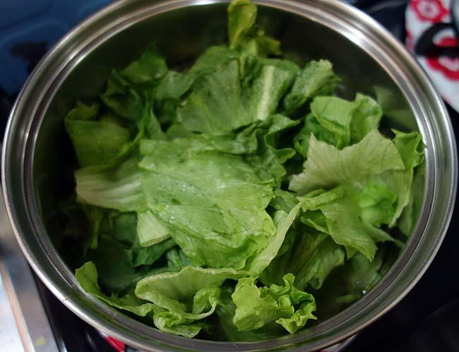 レタスチャーハンのお供に洋風のレタススープを作って合わせてみましょう