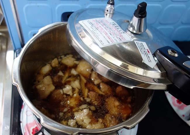台湾のご当地屋台飯っぽい「ルーロー飯」(牛煮込みめし)を自作してみた