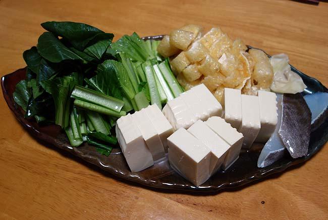 野菜の高騰もだいぶ下がってきての1か月半ぶりの家鍋は肉・魚のオンパレード!