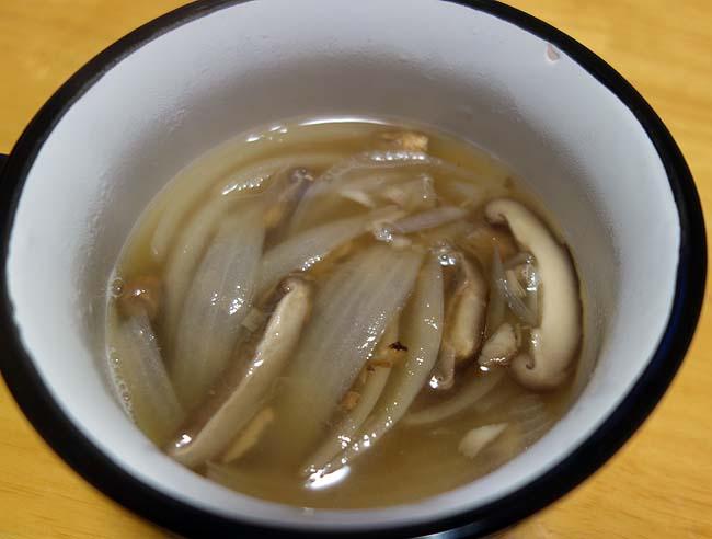 中華系のメインを作った時は2品目はスープがお手軽♪「椎茸と玉ねぎの中華スープ」