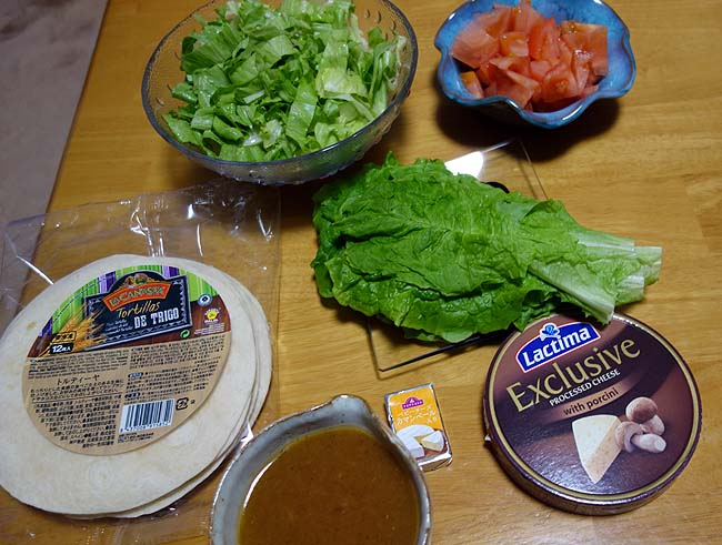 トマト・レタスが見切り品で安く手に入った♪チリコンカンを作って「タコス」に