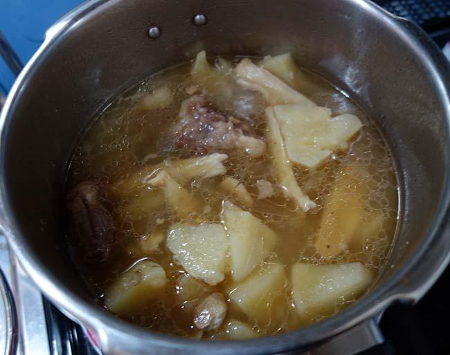 地元大雪高原牛の牛テールが半額!韓国スープに近い牛テールスープを圧力鍋で♪
