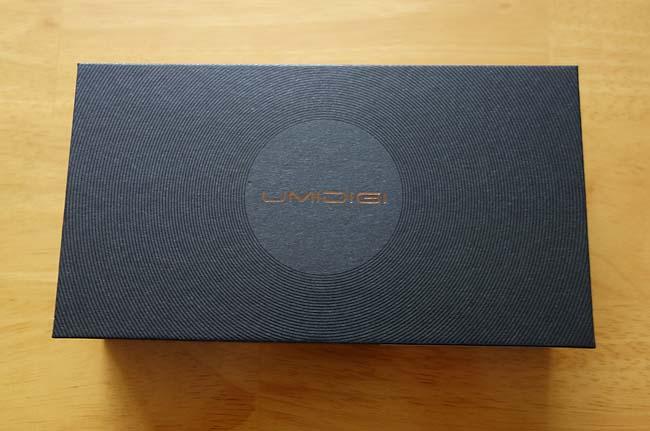 見た目はiPhoneX?これで1万円以下とは・・・Android端末「UMIDIGI A3」開封の儀