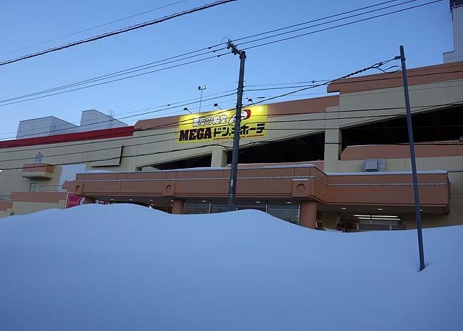 最低気温はマイナス10度とまだまだ雪深い旭川・・・この街で生き永らえるためにスーパー半額ハンティング!